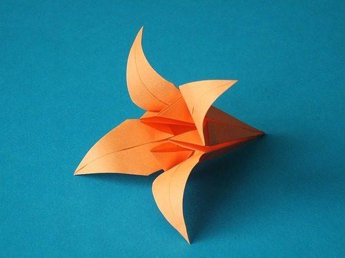 flor de lirio de papel